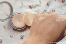 let s talk about face powders in most of our makeup routine powder is an essential item to set the makeup on your face as well as