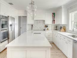 clean white quartz kitchen countertops