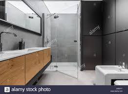 Moderne Graue Und Schwarze Bad Mit Dusche Bidet Waschbecken Und