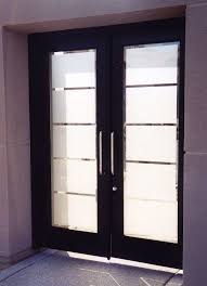 simple yet elegant etched glass rectangles on courtyard door glass