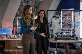 The Flash - Episode 6x12 publicity still of Efrat Dor & Candice Patton