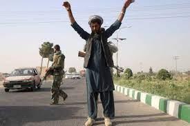 """طالبان تعلن """"السيطرة على 85 في المئة"""" من أفغانستان"""