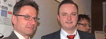 <b>...</b> DRK-Ortsvereins Halver begrüßte der Vorsitzende <b>Andre Trimpop</b> (rechts) <b>...</b> - 37705503-543x199