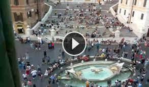 Die spanische treppe wurde ab 1723 erbaut. Rom Spanische Treppe Die Barcaccia Webcam Galore