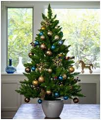 Decorating Christmas Tree With Balls Green Christmas Tree Decoration With Gold Balls Ornaments 12