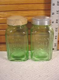 hazelgreenembosss p jpg 38525 bytes hazel atlas new old stock green embossed depression salt and pepper shakers
