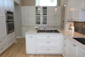 Kitchen Cabinets With Hardware White Kitchen Cabinets With Glass Knobs Quicuacom