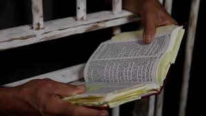 Resultado de imagem para bíblia politica