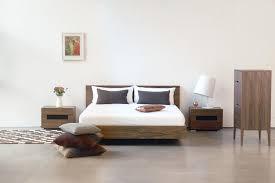 Modernes Schlafzimmer Eiche Bett Kissen Kommode