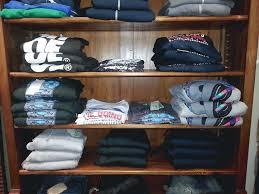 Scaffali a caselle : Giardi abbigliamento uomo donna dove fare shopping toscana
