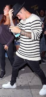Hailey Baldwin and Justin Bieber coordinate their stripes for ...