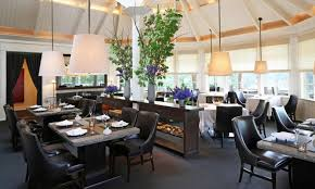 the napa valley is home to more than 125 restaurants and 11 michelin stars two of the michelin starred restaurants have three stars each