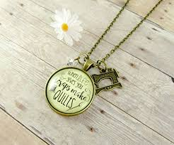 24 quilters necklace when life gives you ss make quilts seamstress pendant jewelry sewing machine charm