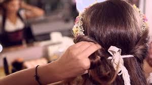 Romantische Frisur Mit Blumenkranz Dirndl Frisuren Mit Dem