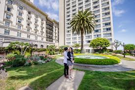 newly engaed couple at the rooftop garden at fairmont san francisco