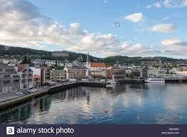 Seitlicher Meerblick von Molde, Norwegen. Molde ist eine Stadt und Gemeinde  in Østfold County im Westen Norwegens Stockfotografie - Alamy