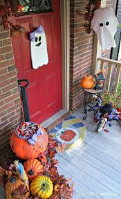 Halloween Decorating Ideas for your front porch!