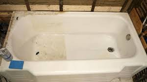 clean dirty fiberglass bathtub