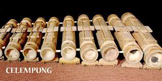 Contoh alat musik yang dipukul berupa drum drum merupakan alat musik modern perkuis dan memiliki peran yang sangat penting dalam menciptakan sebuah lagu atau musik karena suatu alat ini juga dapat menjadi penentu tempo dalam permainan. 10 Alat Musik Tradisional Dari Jawa Barat Beserta Gambarnya Coldeja Blog Seputar Informasi Menarik Unik Dan Bermanfaat