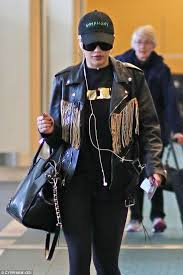 turning heads rita 25 dressed in head to toe black for her flight