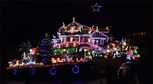 Small Picture North Vancouver home decorated with 100000 Christmas lights for