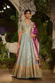 Designer Gowns For Indian Wedding Pin By Suman On Weddings Indian Outfits Indian Designer