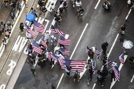 آشوب در هنگکنگ با پرچم آمریکا و پوستر ترامپ +عکس -