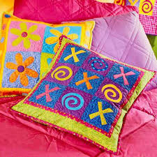 Free Pillow Patterns | AllPeopleQuilt.com & Tic-Tac-Toe and Daisy Pillows Adamdwight.com