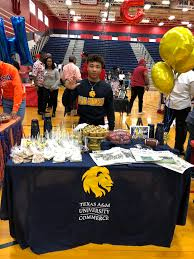 """Manvel High School on Twitter: """"Congrats to Eric Hebert! He will attend  Texas A&M University-Commerce @tamuc to play football and study Film/Photo.  #HokaHey #MavPride… https://t.co/T2OASNF8Kq"""""""