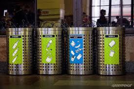 Раздельный сбор Гринпис России Вы видели во время путешествий в другие страны цветные баки для раздельного сбора мусора Жёлтый голубой зелёный Для пластика бумаги стекла