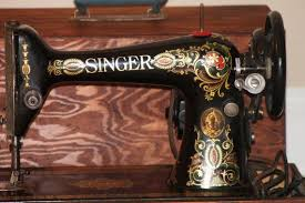 1915 Antique Singer Sewing Machine