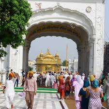 the golden temple tackk each day the golden temple feeds up to 100 000 people from its kitchen run by volunteers