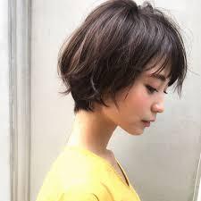人気のショートボブです 横顔綺麗 The Way She Combs Her Hair