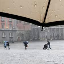 Meteo Napoli e Campania, pioggia e temperature in calo su tutta la regione