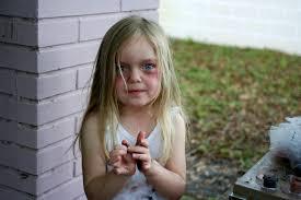 tutorial ellah durliat little zombie helps with her makeup