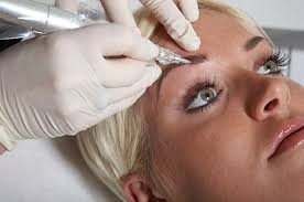 a fine needle is used to tattoo individual eyebrow hairs