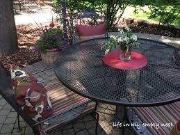 painting a wrought iron patio table and chairs