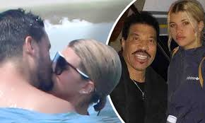 Lionel Richie scared to death by Sofia dating Scott Disick | Daily ...