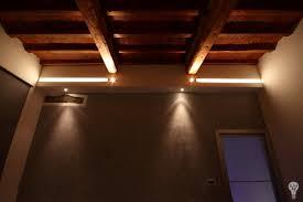 Soffitto In Legno Illuminazione : Illuminazione artistica abitazione rustica e moderna sesto