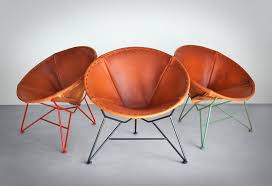 round saddle leather chair
