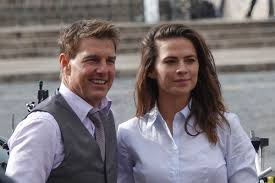 Tom Cruise and Hayley Atwell 'Hit It ...