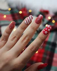 Easy Christmas Designs For Your Nails 32 Holiday Nail Art Ideas To Get You Into The Christmas
