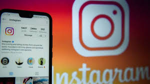 Facebook 'sorry' for distressing suicide posts on Instagram - BBC News