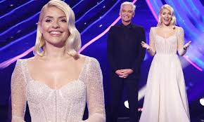 What is holly willoughby's style? Dancing On Ice Final Holly Willoughby Wows In A Glittering Ivory Frozen Inspired Gown Daily Mail Online