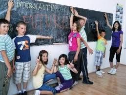 Opt scoli din judet, cetateni in Tara lui Andrei