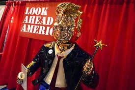 Golden Trump statue at CPAC conference ...