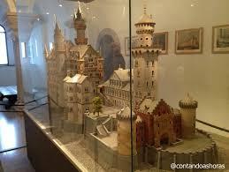 e por fim pra terminar a visita ainda pamos pela cozinha do castelo e por uma enorme maquete do castelo de neuschwanstein antes de chegar a lojinha de