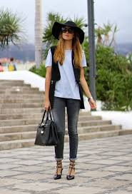decide your daily outfit with your wardrobe clothes and discover the most inspiring personal style