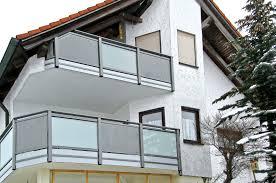 Balkone Aus Aluminium Und Glas Profile In Holzdekor Golden Oak Bildergalerie Balkongelaender Und Balkonverkleidung Alu Und Glas