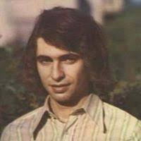 Seweryn Krajewski - urodzony w 1947 roku polski kompozytor, wokalista, multiinstrumentalista i gitarzysta muzyki pop, obdarzony głosem o charakterystycznej ... - ru-0-ra-200,200-n-46719e8LQ_seweryn_krajewski_czekasz_na_te_jedna_chwile